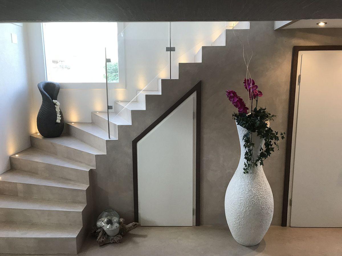 Wand und Bodenbelag, Treppe
